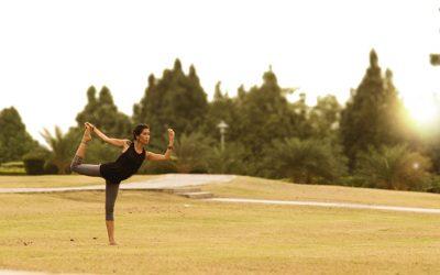 Natarajasana, la posizione del re danzatore e i suoi benefici psicofisici